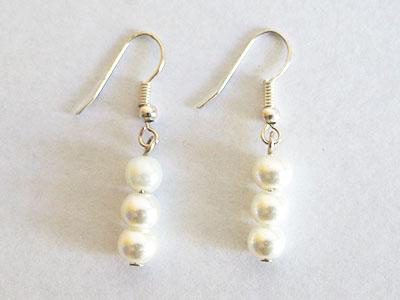 212 Náušnice z bílých perliček