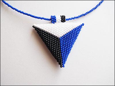 082 Trojbarevný trojúhelník